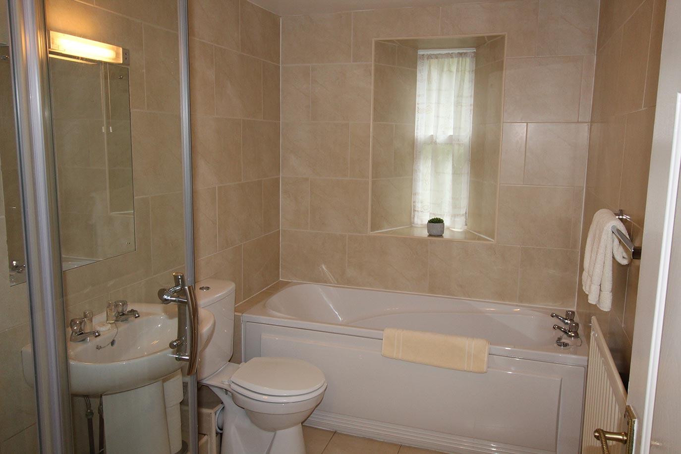 8-Pele-Family-Bathroom-copy