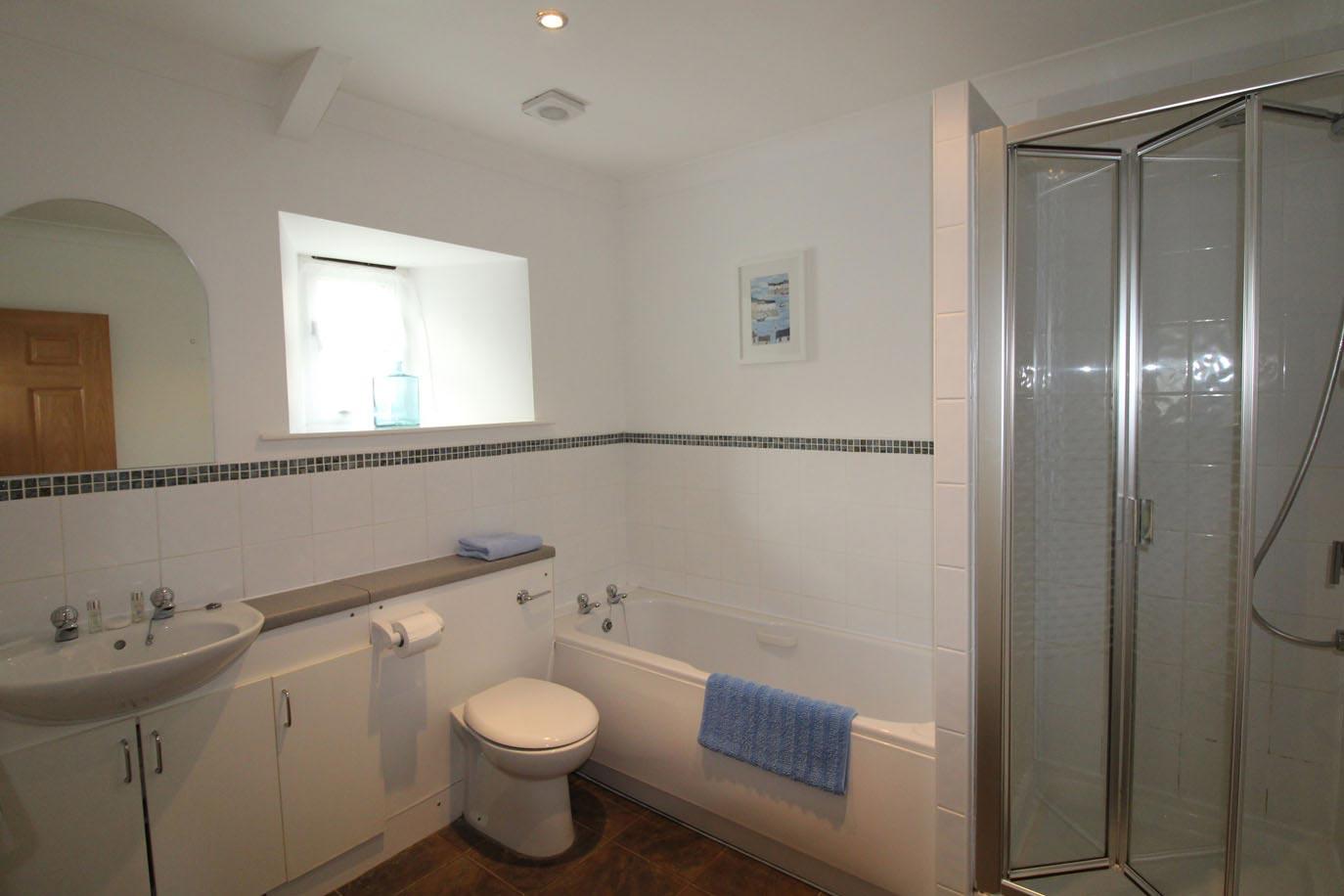 Buttermilk---Family-Bathroom